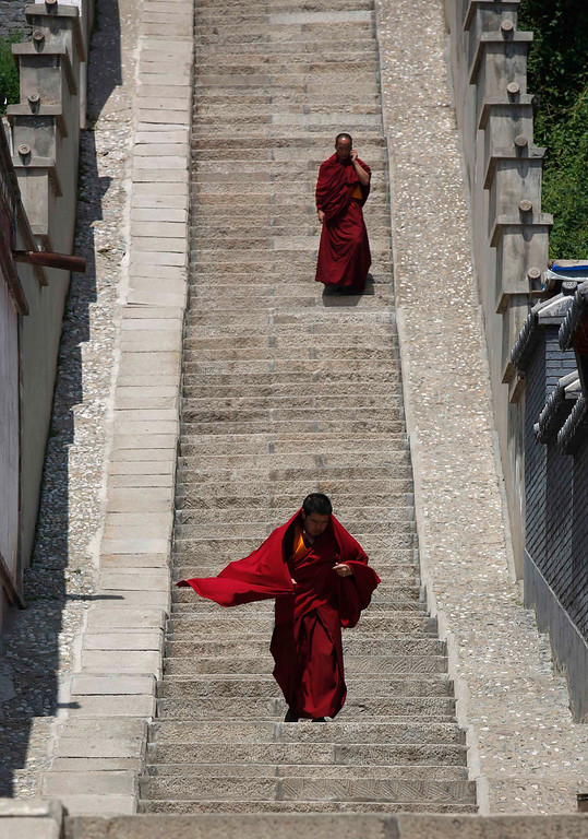 . Tibetan monks are seen at Kumbum monastery, where their spiritual leader Dalai Lama used to live, on the outskirts of Xining, Qinghai province, July 6, 2013. The streets of Chabcha county in western Qinghai province were quiet on Saturday as Tibetan monks marked the Dalai Lama\'s birthday in their homes, wary that any public celebration could endanger a tentative softening by Chinese authorities. REUTERS/Kim Kyung-Hoon