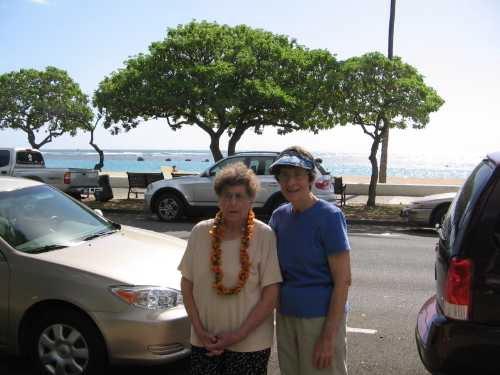 Picnic lunch at Ala Moana Beach Park in Honolulu