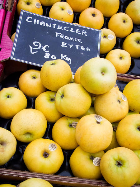 aix en provence market chantecler apples-2.jpg