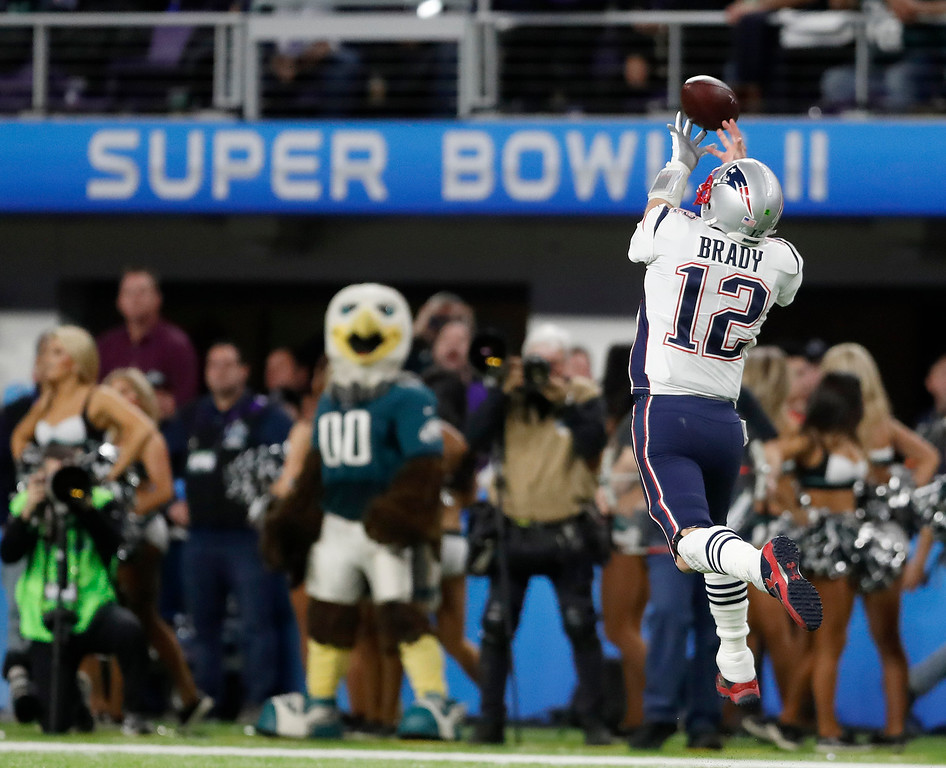 . New England Patriots quarterback Tom Brady can\'t catch a pass during the first half of the NFL Super Bowl 52 football game against the Philadelphia Eagles Sunday, Feb. 4, 2018, in Minneapolis. (AP Photo/Jeff Roberson)