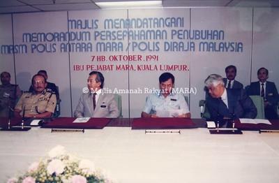 1991 - MAJLIS MENANDATANGANI MEMORANDUM PERSEFAHAMAN PENUBUHAN MRSM PDRM