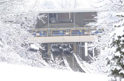 21946  campus scenes snow