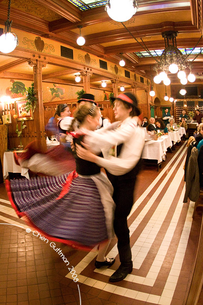 Traditional clothing and dances at the Matyas Pince restaurant.