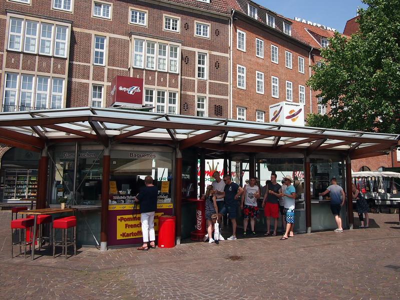 P7043165-bratwurst-stand.JPG