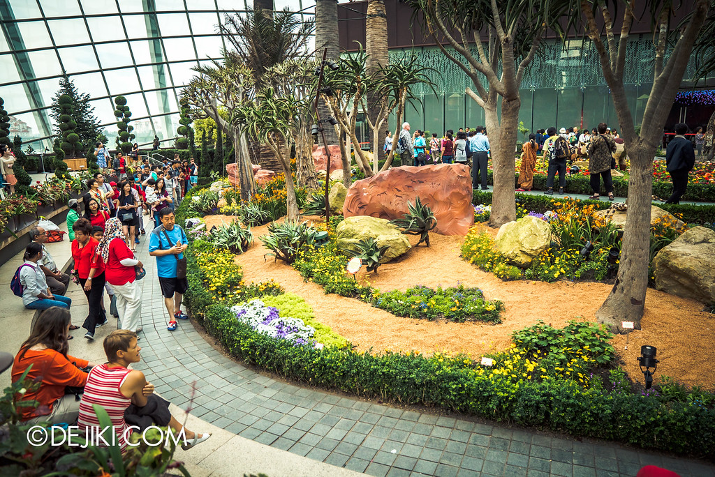 Gardens by the Bay - Tribal Tempo / flower field back view