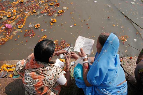 Middage ceremony at Ganga river, Benares, Varanasi, India