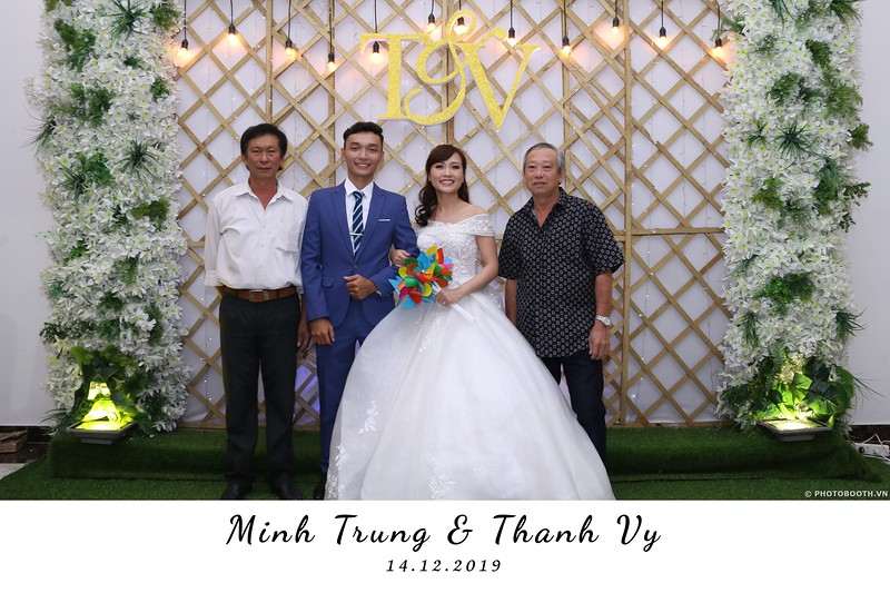 Trung-Vy-wedding-instant-print-photo-booth-Chup-anh-in-hinh-lay-lien-Tiec-cuoi-WefieBox-Photobooth-Vietnam-027.jpg