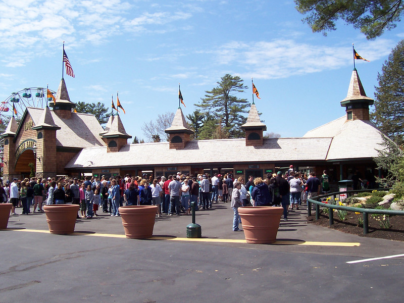 At 11:30am, there were huge lines of people waiting to buy tickets.
