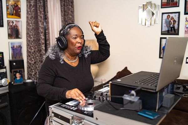 Lady Pauline DJing at home (4.30.2020)