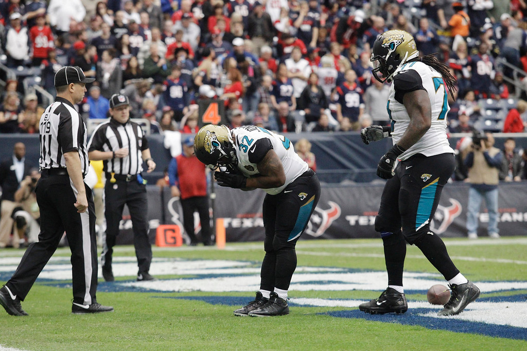 . Jacksonville Jaguars running back Maurice Jones-Drew (32) bows after making a touch run during the first quarter an NFL football game against the Houston Texans Sunday, Nov. 24, 2013, in Houston. (AP Photo/Patric Schneider)
