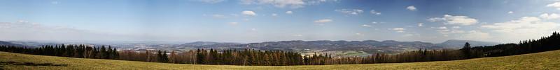 Panoráma od Malé Lhoty (které mimo jiné hezky ukazuje, jak rozhodně nefotit panorámata...)