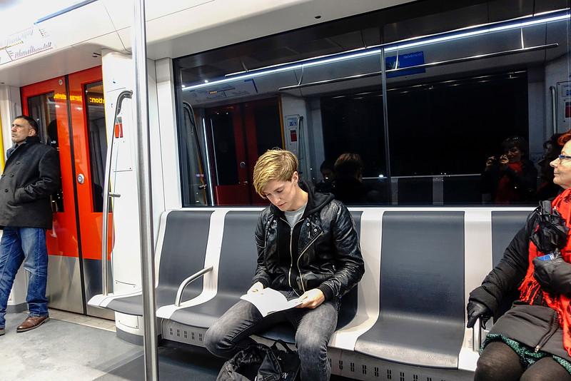 Amsterdam, 1 maart 2016, pascal keizer (pascalkeizer@hotmail.com) leest Osho, lievelingsboek is de alchemist van coelho, foto: Katrien Mulder