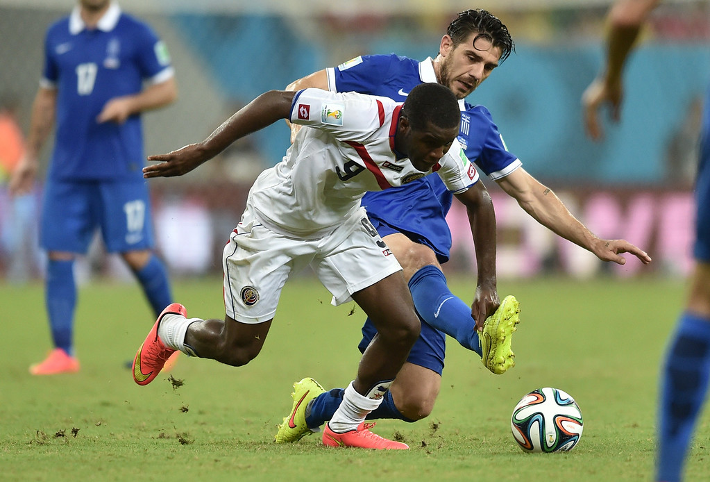 . Costa Rica\'s forward Joel Campbell (front) vies with Greece\'s midfielder Kostas Katsouranis, during a Round of 16 football match between Costa Rica and Greece at Pernambuco Arena in Recife during the 2014 FIFA World Cup on June 29, 2014.  AFP PHOTO / ARIS MESSINIS