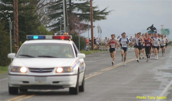 2004 Bazan Bay 5K - Steve and Graham take the pack out fast, but don't get away