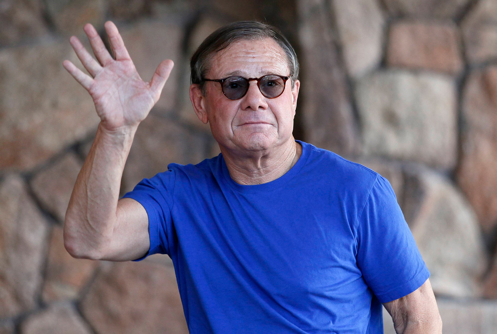 . Michael Ovitz, chief operating officer of venture capital fund Broad Beach Ventures, waves as he arrives at the annual Allen and Co. conference in Sun Valley, Idaho July 9, 2013.  REUTERS/Rick Wilking