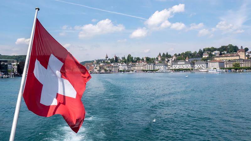 Switzerland-Boat-to-Lucerne04.jpg