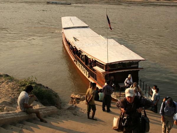 mekong boat.jpg