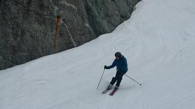 Ian Cumming skiing