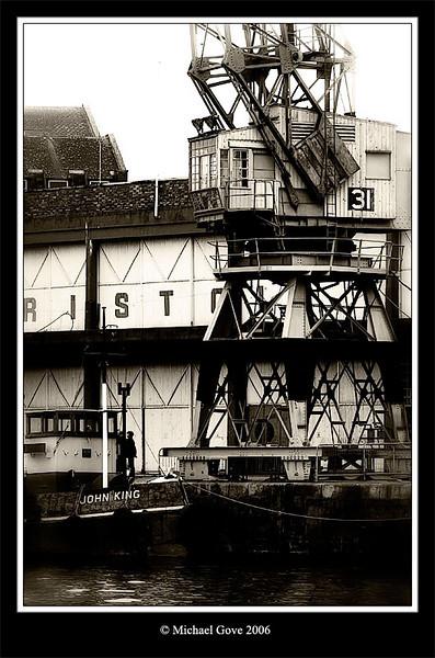 Crane and tug in Bristol Docks (63135364).jpg