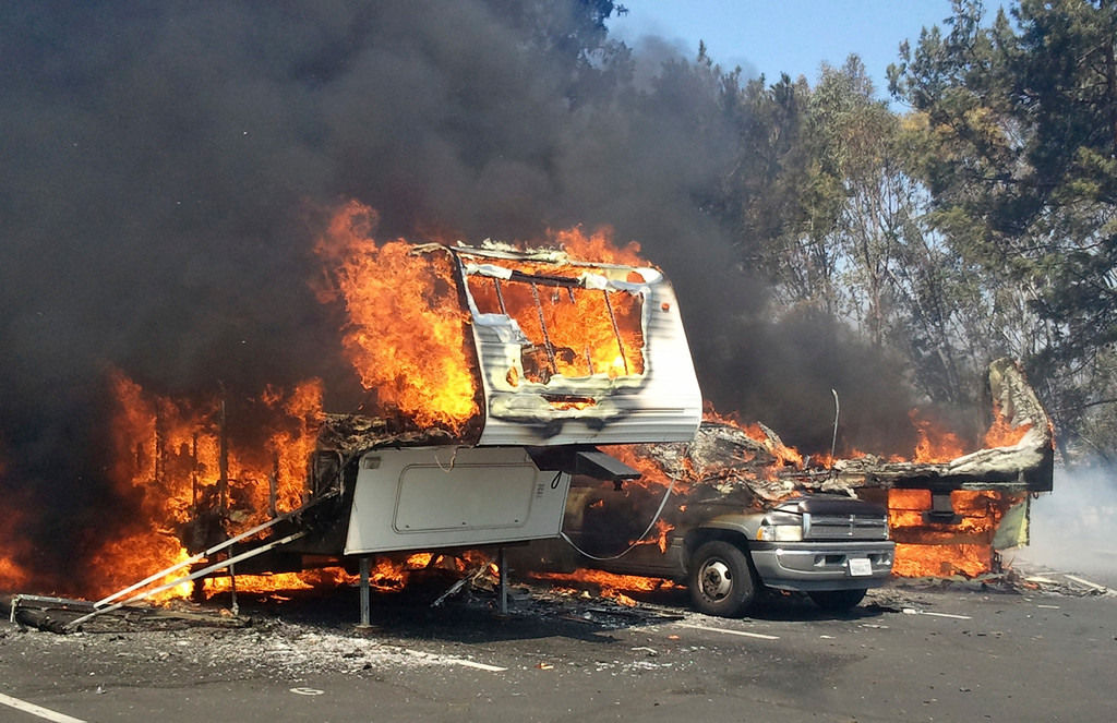 . Recreational vehicles burn at the Springs Fire in the Camarillo Springs area of Ventura County, California May 2, 2013. The wind-driven brush fire erupted beside a freeway northwest of Los Angeles on Thursday, prompting authorities to order the evacuation of hundreds of homes threatened as flames advanced on nearby subdivisions, a Ventura County fire official said.  REUTER/Gene Blevins