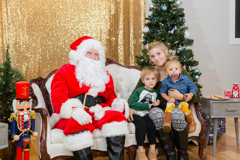 FADS Picture with Santa-344.jpg