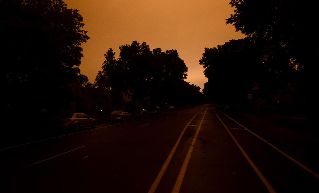 . A dark Park Avenue in Minneapolis. (Pioneer Press: Ben Garvin)