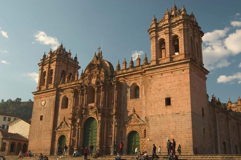 what-to-do-in-peru-plaza-des-aramas-cuzco.jpg