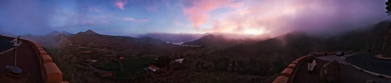 Panoráma skoro 270 stupňů z vyhlídky nad Santiagem del Teide.