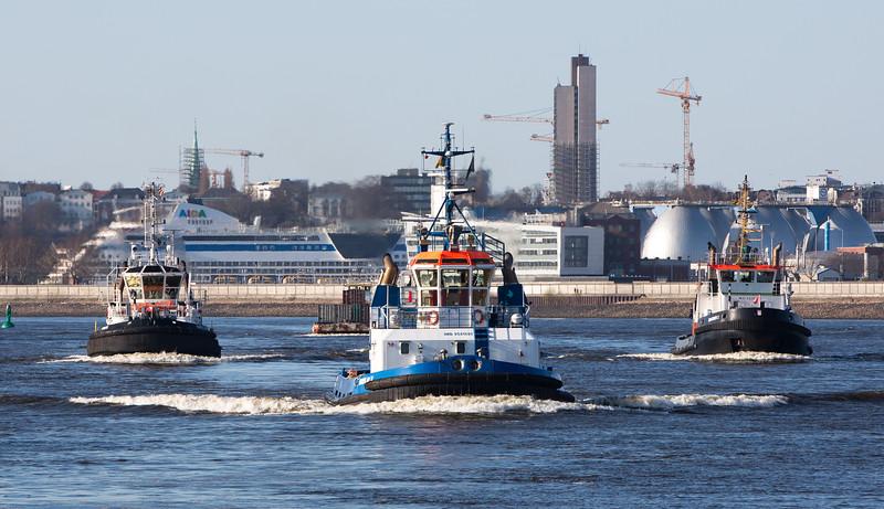 3 Schlepper im Köhlbrand Hamburg