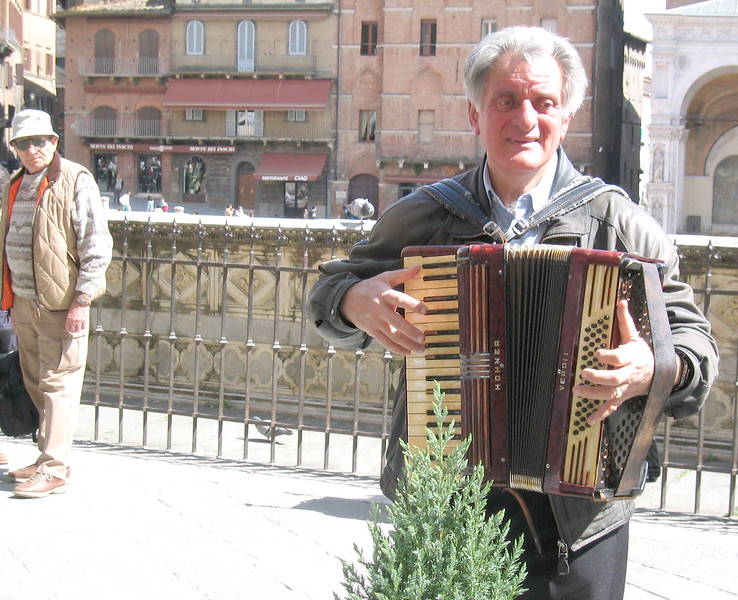 Accordianist.jpg