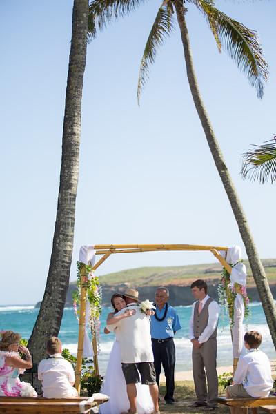 gillin beach kauai wedding-67.jpg