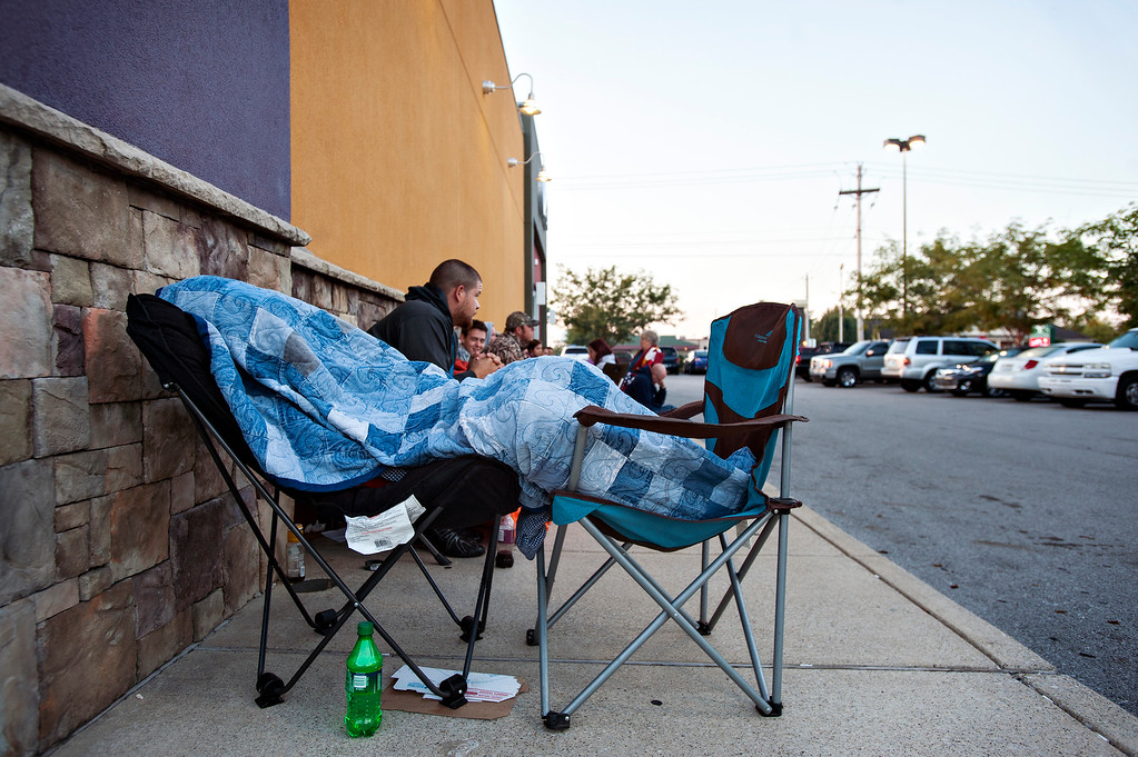 . David Bryant sleeps through the early part of the morning as he waits in line Friday, Sept. 19, 2014, for the new iPhone 6 at the AT&T Store in Bowling Green, Ky.  W  The highly anticipated iPhone 6 and iPhone 6 Plus are being released in stores today. (AP Photo/Daily News, Miranda Pederson)