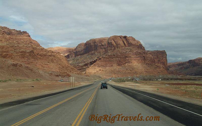 Long Utah Road Wallpaper1440x900.jpg