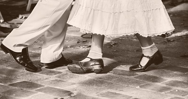 Happy feet on Rue Mouffetard