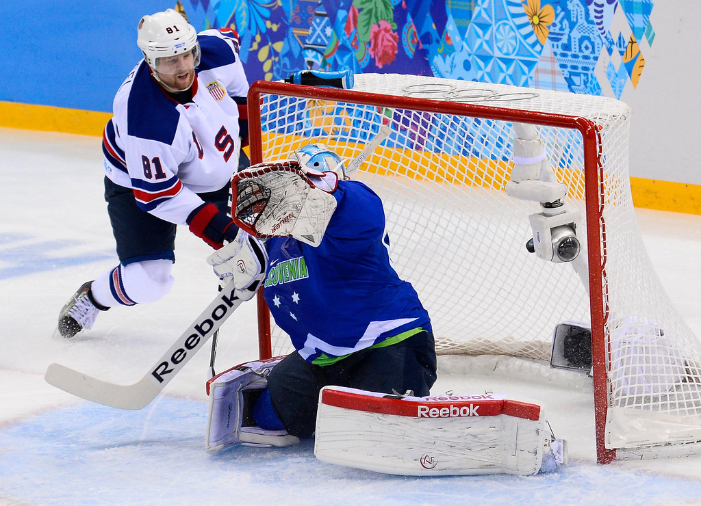 . Phil Kessel (L) of United States scores his second goal against Luka Gracnar (R) of Slovenia in the first period during their match in the Ice Hockey tournament at the Sochi 2014 Olympic Games in Sochi, Russia, on Feb. 16, 2014.  EPA/LARRY W. SMITH