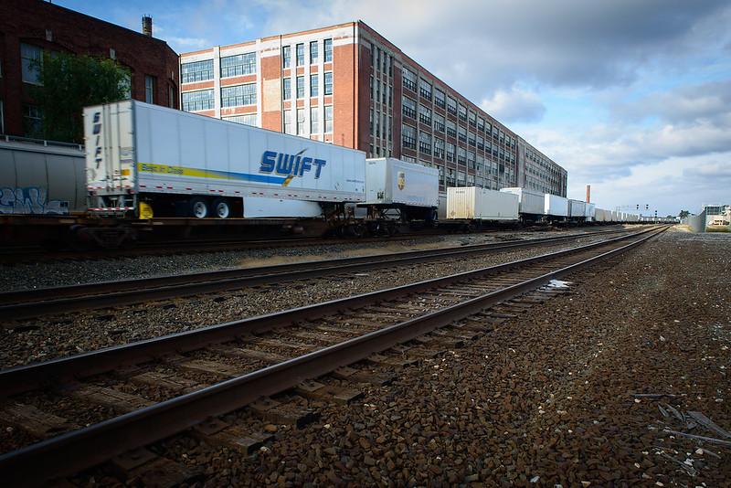 Trains I-5714.jpg
