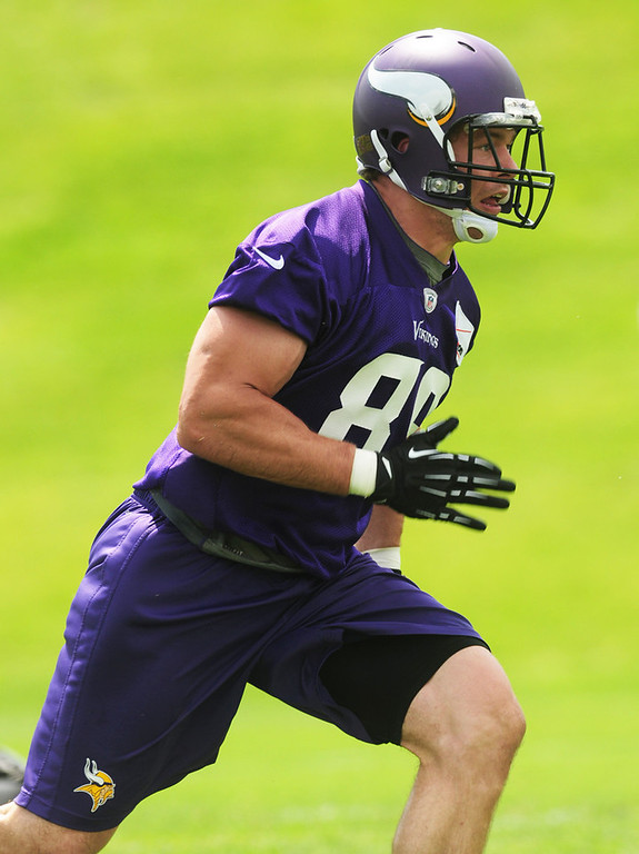 . Vikings tight end John Carlson runs his route during the team\'s minicamp on Tuesday.  (Pioneer Press: Scott Takushi)