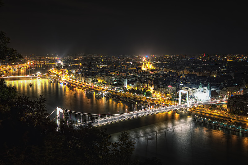 budapest at night.jpg