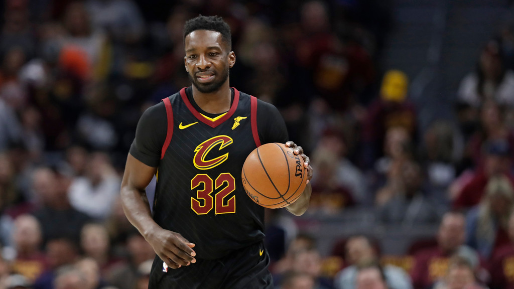 . Cleveland Cavaliers\' Jeff Green drives against the Indiana Pacers in the first half of Game 5 of an NBA basketball first-round playoff series, Wednesday, April 25, 2018, in Cleveland. (AP Photo/Tony Dejak)