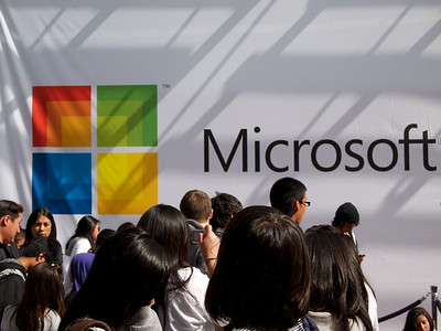 Apple-Microsoft Stores Face off