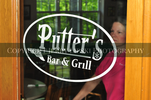 Putters Bar and Grill
