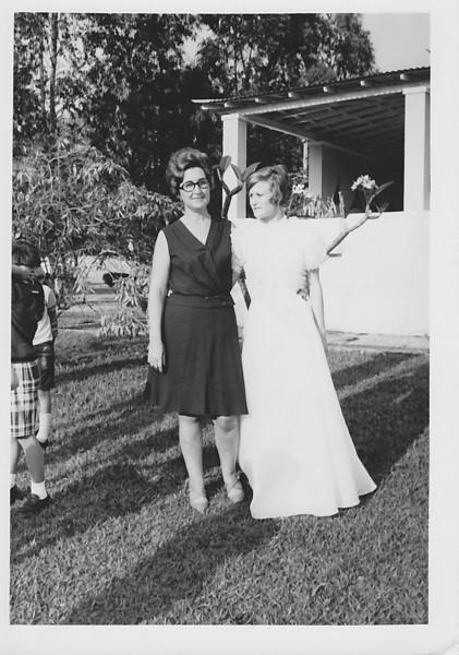 """Lukapa. 24/9/1972. NANY TAVARES E TOZÉ LOURENÇO Teresa """"Adalberto"""" e Nany"""