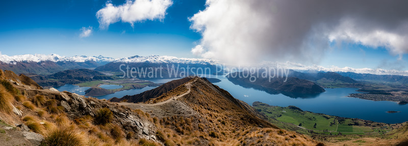 Panoramic stunning scenery from near the top of Roy's Peak track