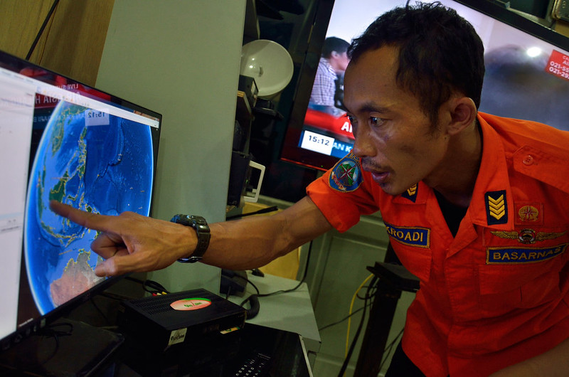 . An official from Indonesia\'s national search and rescue agency in Medan, North Sumatra points at his computer screen to the position where AirAsia flight QZ8501 went missing off the waters of Indonesia on December 28, 2014. The AirAsia Airbus plane with 162 people on board went missing en route from Indonesia to Singapore early on December 28, officials and the airline said, in the third major incident to affect a Malaysian carrier this year. SUTANTA ADITYA/AFP/Getty Images