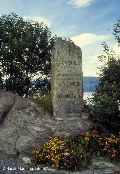 Fransk minnestøtte om falne etter 2. verdenskrig. Plasset på Veteranplassen nær Hålogalandsbrua.