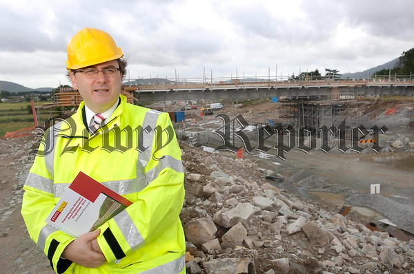 Northern Ireland Roads Minister David Cairns pictured on the site for the new Newry to Dundalk Road Scheme announcing the proposed £400 Million package of Major Road Upgrades which is now going out to consultation.<br /> Photo John Harrison.<br /> PRESS RELEASE DRD PRESS OFFICE 90540817