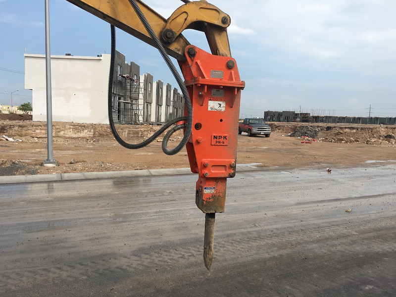 NPK PH4 hydraulic hammer on Deere backhoe in Monterrey Mexico2.JPG