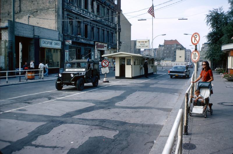 700821 Berlin Checkpoint Charlie 13-13.jpg