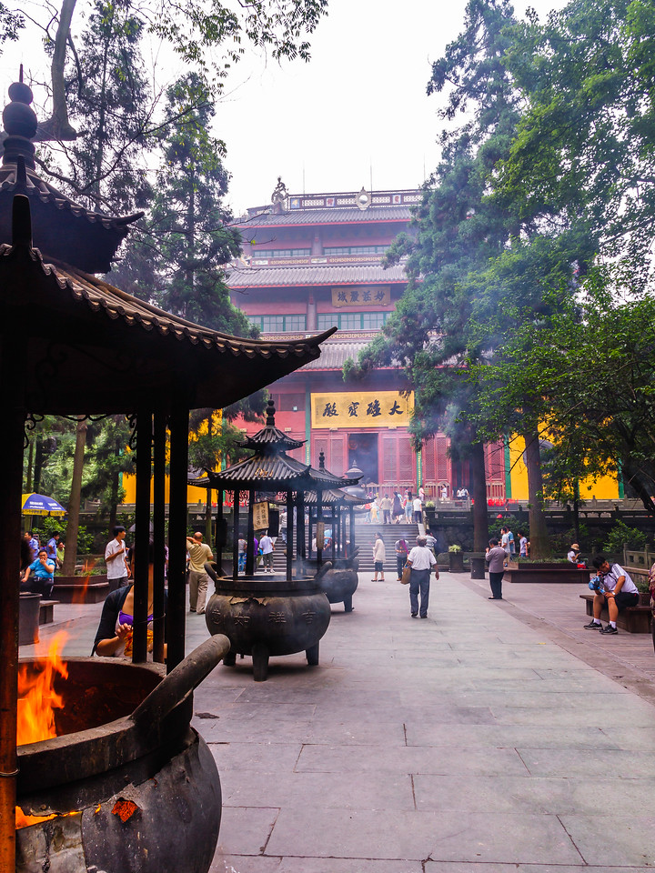 杭州灵隐寺,香火旺盛