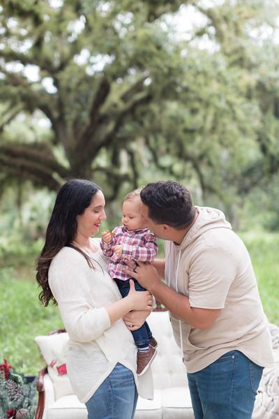 Holiday Minis- Acosta Family-72.jpg